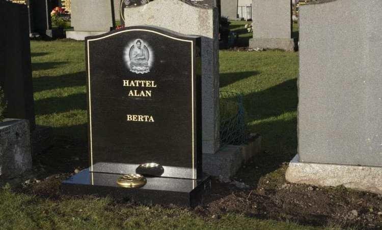 Hombre encuentra su propia tumba en cementerio de Escocia