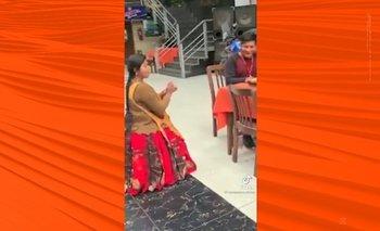 Pedido de mano de una cholita a su enamorado se hace viral