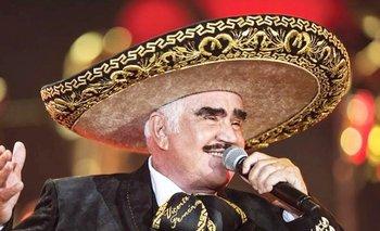 Vicente Fernández pide perdón por tocarle el pecho a una fans