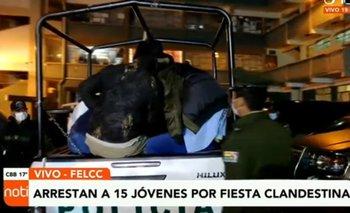 Policía arresta a 15 personas que consumían bebidas alcohólicas en fiesta clandestina
