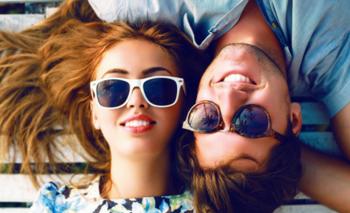 1911c6244e Para él y para ella: ¿Cómo combinar los lentes de sol con el look?