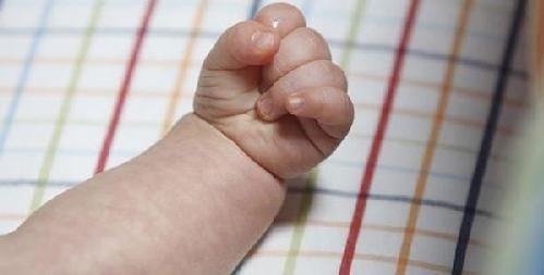 Bebé de cuatro meses muere tras ser violada por su primo