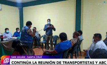 Continúa reunión entre dirigentes del transporte y la ABC; persiste bloqueo en la Chiquitania