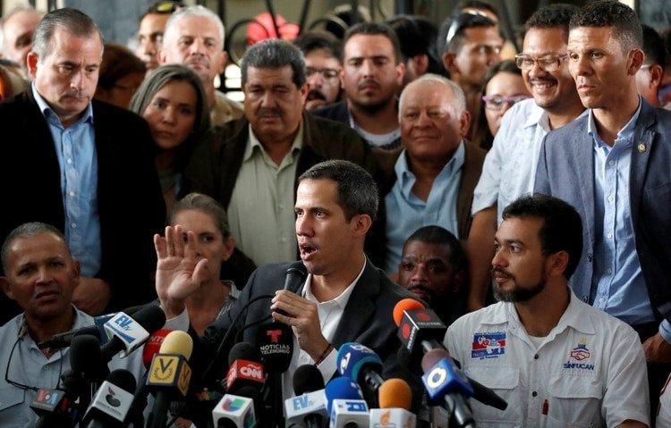 Funcionarios de Migración de Venezuela a Guaidó: