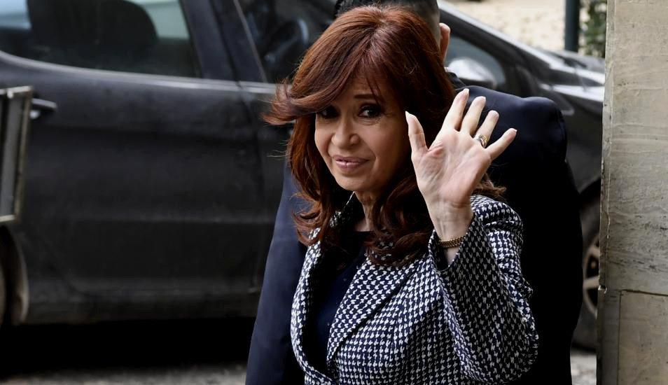 Procesan a Cristina Kirchner en una causa por subsidios al transporte público