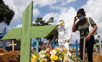 Brasil bate récord de muertes diarias por COVID-19 con 1.910 decesos