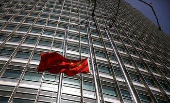 Temor a burbujas bursátiles y medidas para frenarlas lleva a inversores chinos a activos rezagados