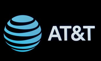 AT&T supera estimaciones de ingresos ayudada por la venta de teléfonos
