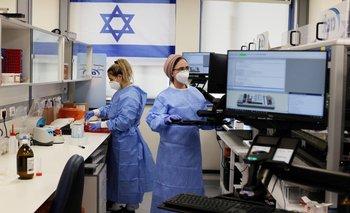Israel analiza casos de inflamación cardíaca en personas que recibieron vacuna COVID de Pfizer