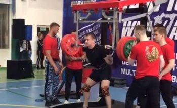 Levantador de pesas se fracturó la pierna en pleno campeonato