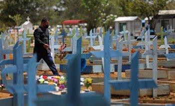 Brasil registra 2.202 nuevas muertes por COVID-19, total alcanza las 421.316