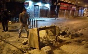 Denuncian la destrucción de jardineras en la avenida San Martín