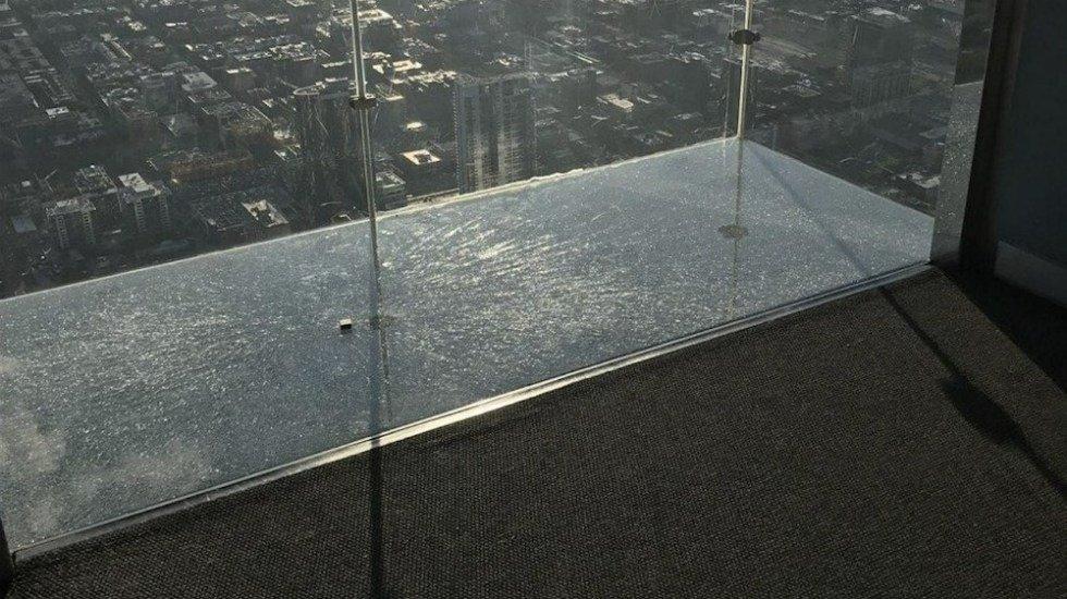 Resquebrajó vidrio de mirador en Torre Willis; causó temor