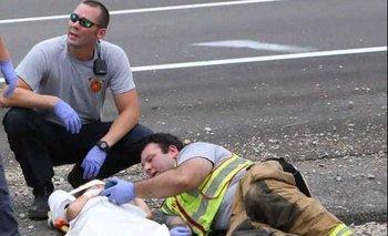 Un policía se hace viral por calmar a un niño tras un accidente