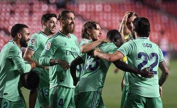 Real Madrid venció por 1-2 al Granada y acaricia un nuevo título de Liga