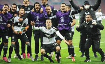 Olimpia gana a Internacional en los penales y clasifica tras ocho años a cuartos de final en la Libertadores