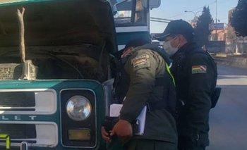 Chofer muere asfixiado, su chalina  se enganchó al motor de su microbús