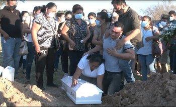 Familiares y amistades dan el último adiós a Darling Chávez en medio de impotencia y pedido de justicia