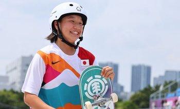 Una patinadora adolescente gana el oro para Japón y la población comienza a animarse con los Juegos
