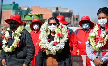 Alcaldesa de El Alto Eva Copa entrega equipos de bioseguridad a Unidades Educativas de los 14 distritos