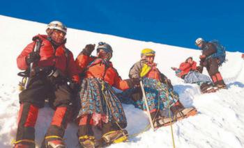 Cholitas escaladoras fueron homenajeadas en Polonia