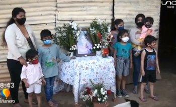 Siete hermanos huérfanos reciben una casa de regalo