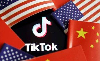 EXCLUSIVA-Trump bloqueará descargas de TikTok y WeChat en EEUU el domingo: funcionarios