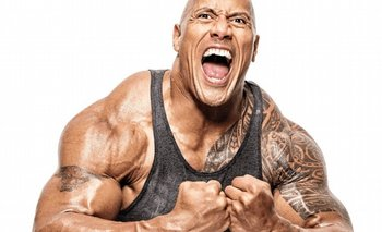 'La Roca' arranca el portón de su casa con sus propias manos
