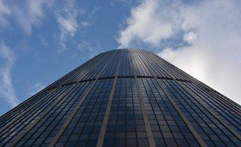 Intentó escalar sin seguridad el edificio más alto de París