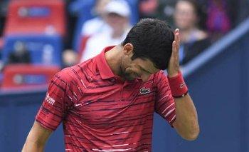 VIDEO: Djokovic se enoja y estrella su raqueta contra el piso
