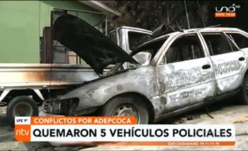 Cinco vehículos quemados y destrozos en una estación policial es el resultado de los enfrentamientos en Adepcoca