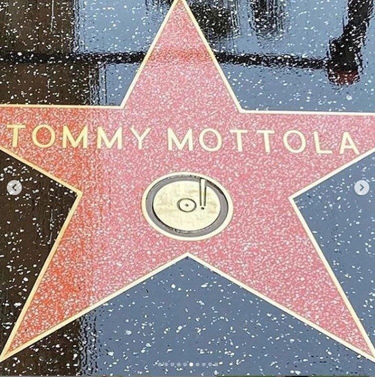 estrella Tommy Motola