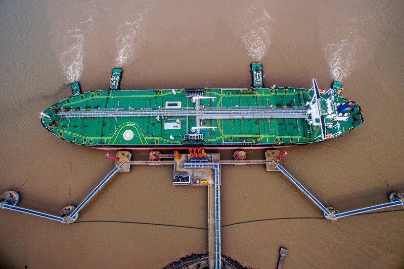 Sube precio de petróleo en medio de posibles recortes de OPEP