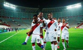 Gobierno peruano dice que partido con Argentina por eliminatoria se podría jugar con público