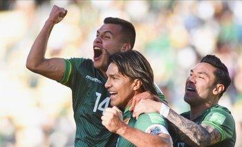 Bolivia golea a Paraguay (4-0) y mantiene viva las esperanzas de clasificar al mundial