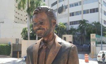 VIDEO: Polémica estatua de Eugenio Derbez en Acapulco será reubicada