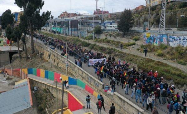 Sectores afines al MAS marchan al centro de La Paz en respaldo a Evo - Red Uno de Bolivia