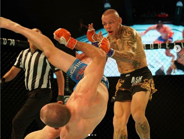 Davy Gallon - Ross Pearson | KO del año en la MMA