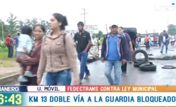 Transportistas radicalizan sus medidas y bloquean Santa Cruz indefinidamente