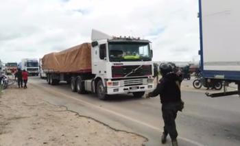 Transportistas mantienen bloqueados la mayoría de los accesos a Santa Cruz