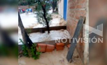Desborde de torrentera afecta a 10 viviendas en Cochabamba