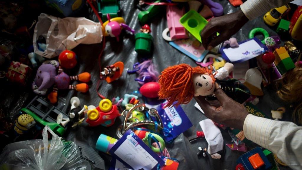 Un perro policía robaba los juguetes que iban a ser donados