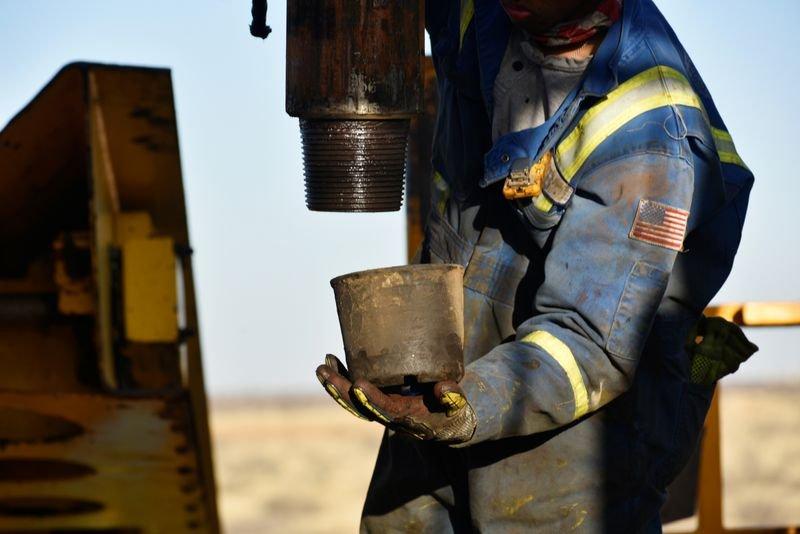 El petróleo de Texas sube 3.1 % tras escalada de tensión con Irán