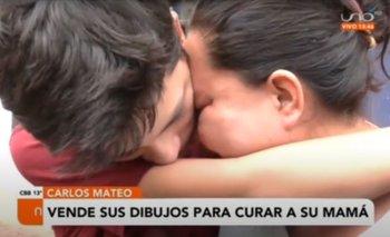 Carlos Mateo vende sus dibujos para poder curar a su mamá, necesitan bs 50 mil